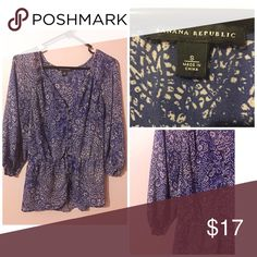 """🌀Banana Republic Blouse Sz S Measurements are 26"""" in length and 18"""" by the bust the waist has an elastic band and fits more like a medium. No fraying and 100% polyester 💠 Please ask any questions bundle and save! Banana Republic Tops Blouses"""