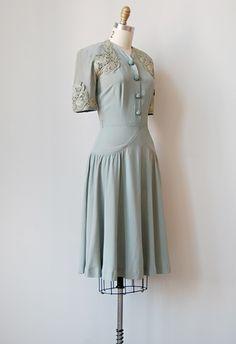 vintage 1940s grey filigree lace dress WHAT THE WHAT THIS IS SOOOOO BEAUTIFUL AHHHHHHHHHH