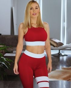 Represent Your Body! For see more of fitness life images visit us on our website ! Sporty Outfits, Sexy Outfits, Gym Outfits, Sexy Women, Women Wear, Sport Pants, Crop Tank, Sports Women, Women's Leggings
