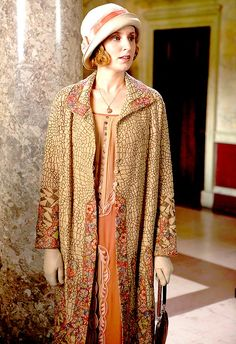 Laura Carmichael, as Lady Edith Crawley, in Downton Abbey. Costume design by Anna Mary Scott Robbins. Downton Abbey Costumes, Downton Abbey Fashion, Downton Abbey Season 3, Edith Crawley, Laura Carmichael, Moda Retro, Vintage Outfits, Vintage Fashion, Vintage Clothing