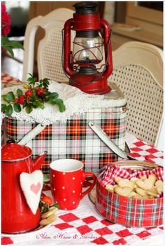 Make those hearts into stars and this is one heck of a great Christmas vignette.