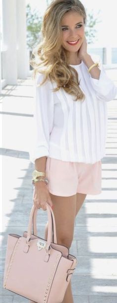 Clothes for Romantic Night - Love the purse, blouse, shoes. Would like the shorts to be just a bit longer for me. Top 5 summer outfits for Women - If you are planning an unforgettable night with your lover, you can not stop reading this! Summer Shorts Outfits, Spring Outfits, Pink Shorts, Casual Shorts, Loose Shorts, Khaki Shorts, Spring Dresses, Look Fashion, Fashion Beauty