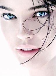 Emily Didonato - gorgeous black and white portrait Emily Didonato, Foto Portrait, Female Portrait, Portrait Photography, Female Photography, Photography Ideas, Black And White Portraits, Black White Photos, Black And White Photography