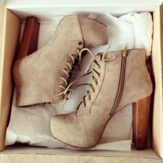 perfect autumn shoes | via Tumblr