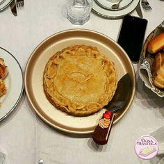 Já conhece nossa Torta de Estrogonofe de Cogumelo ( Massa de iogurte, Cogumelo, Catchup, Mostarda e Creme de Leite). Para os amigos vegetarianos ou não. #tortaestrogonofe #cogumelo 🌱🐔🐄🍫🍰 @donamanteiga  #donamanteiga #danusapenna #amanteigadas #gastronomia #food #bolos #tortas www.donamanteiga.com.br