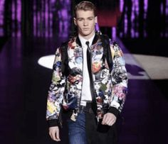 DSquared2  Sometimes they come back: the '90s Bomber Jacket!  The designers have reinvented the classic bomber jacket from the 90s, but never in a minimalist version.  check our selection #niconerini