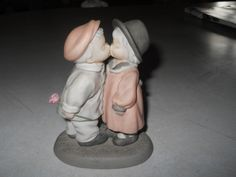 """Love Sealed With a Kiss"" Enesco Figurine(1997) #284432  | eBay"