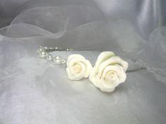 Serre tête Fil d'aluminium avec fleurs en porcelaine froide, perles en verre nacrées et perles en cristal
