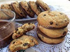 I cookies americani cioccolato e arachidi sono dei golosi biscotti tipici della cucina americana. Una ricetta facile da personalizzare.
