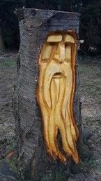 Wood spirit in Cherry Stump - Wood Projects Wood Carving Faces, Wood Carving Designs, Tree Carving, Wood Carving Patterns, Wood Carving Art, Wooden Statues, Wooden Figurines, Wood Carving For Beginners, Wood Stumps