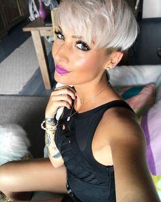 Habt alle einen tollen Abend 😘 #beauty #beautiful #eyes #lips #fashion #fashionista #fashionblogger #shorthair #pixie #pixies #pixiecut… Short Wedge Hairstyles, Pixie Hairstyles, Pixie Haircut, Short Hairstyles For Women, Cool Hairstyles, Short Hair Long Bangs, Short Hair Cuts, Short Hair Styles, Jenny Schmidt