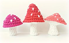 Kabouterhuis XL Mushrooms with T-Shirt Yarn- Free Crochet Pattern (scroll down for English version) here: http://www.shadesofyesterday.nl/2014/10/03/kabouterhuis-xl-free-pattern/