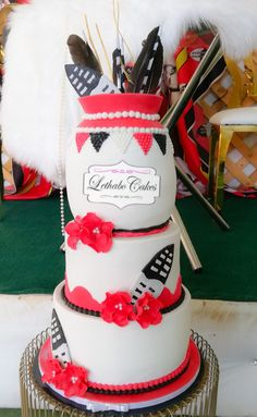 African Traditional Wedding Dress, Traditional Wedding Decor, Traditional Cakes, African Wedding Cakes, African Wedding Attire, African Cake, Party Dresses With Sleeves, Black Lace Mini Dress, Cupcake Cookies