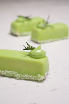 Lime and rosemary mousse – Madalina Pometescu – Sweet and savory Source by romanianthony Desserts For A Crowd, Easy Desserts, Mini Cakes, Cupcake Cakes, Pastry Art, Lemon Recipes, Sweet Cakes, Desert Recipes, Plated Desserts