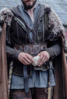 old Viking tunic Fantasy Inspiration, Story Inspiration, Character Inspiration, Character Design, High Fantasy, Medieval Fantasy, Ragnar, Larp, Vikings
