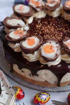 Creme Egg Cake, Creme Egg Cheesecake, Cheesecake Recipes, Dessert Recipes, Raspberry Cheesecake, Janes Patisserie, Afternoon Tea Recipes, Easter Recipes, Easter Desserts