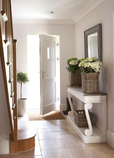 Flur & Diele von Emma & Eve Interior Design Ltd You are in the right place about Feng shui decor diy Decoration Entree, Decoration Design, Feng Shui Dicas, Feng Shui Apartment, Staircase Pictures, Hall Colour, Home Design, Interior Design, Flur Design