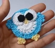 Der Neue Little knitted owl - beautifully decorated . Knitted Owl, Crochet Owls, Crochet Purses, Crochet Animals, Crochet Motif, Crochet Flowers, Crochet Stitches, Crochet Baby, Knit Crochet