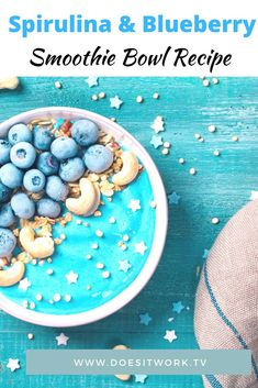 This delicious power-packed smoothie bowl recipe is packed full of nutrients and atioxidants. Spirulina contains protein, good fats, vitamins, and minerals including vitamin B12, calcium, magnesium, and iron. Suitable for vegans too, it's a healthy power-packed smoothie bowl recipe that will boost your energy and help you feel amazing #spirulina #spirulinasmoothie #spirulinasmoothiebowl #blueberrysmoothiebowl #smoothiebowlideas Healthy Filling Meals, Foods For Healthy Skin, Healthy Comfort Food, Healthy Eating Habits, Healthy Eating Recipes, Clean Recipes, Snack Recipes, Healthy Eats, Healthy Snacks