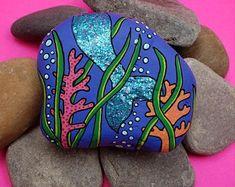 Step by Step Stones by StepbyStepStones on Etsy Pebble Painting, Pebble Art, Stone Painting, Shell Painting, Painting Art, Painted Rocks Craft, Hand Painted Rocks, Painted River Rocks, Stone Crafts