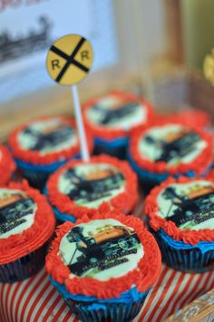 train party cupcakes