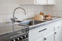 Kitchen steel octopus Essinge Brogatan 27, 5 tr | Fantastic Frank
