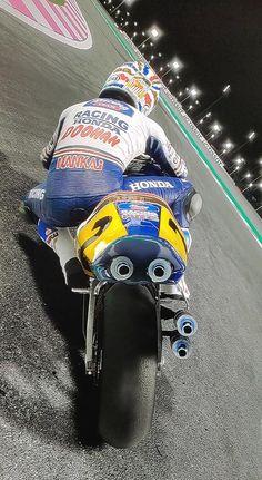 Honda Bikes, Honda Motorcycles, Cars And Motorcycles, Course Moto, Valentino Rossi 46, Moto Bike, Sport Bikes, Courses, Ducati