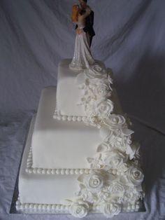witte vierkante bruidstaart, met 3 smaken