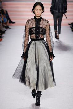 See the complete Philosophy di Lorenzo Serafini Fall 2017 Ready-to-Wear collection.