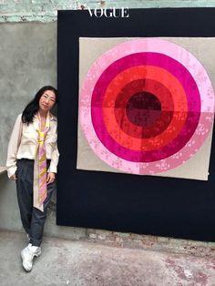 한국 전통 침구 및 복식 문화와 유러피안의 그래픽 디자인 감각을 접목시킨 그녀의 작품들.
