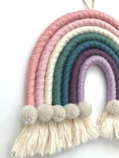 Pom Pom Crafts, Yarn Crafts, Diy And Crafts, Arts And Crafts, Rainbow Wall, Rainbow Things, Macrame Projects, Art Projects, Boho Diy
