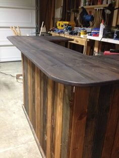Backyard Pallet Bar: DIY I Think I Would Use Plywood For The Top ( Painted  To Seal It ) And Maybe Put A Hole In The Center For An Umbrella   The  Pallet ...