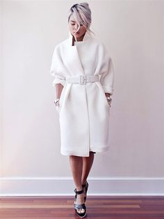 Sweatshirt outfit women jackets 43 Ideas for 2019 Coats For Women, Jackets For Women, Clothes For Women, Women's Clothes, Neoprene Fashion, Winter Mode, Sweatshirt Outfit, Coat Dress, White Fashion