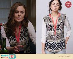 Brennan's printed top with pink trim on Bones. Outfit Details: http://wornontv.net/22412 #Bones #fashion