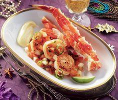Fira in det nya året med denna lyxiga och fenomenala rätt. Kungskrabban och pilgrimsmusslorna kommer att bli en succé tillsammans med den fräscha melonsalsan och den hemmagjorda rökiga majonnäsen. Seafood Scallops, New Years Party, Shrimp, Salsa, Sweet Tooth, Appetizers, Favorite Recipes, Meat, Chicken