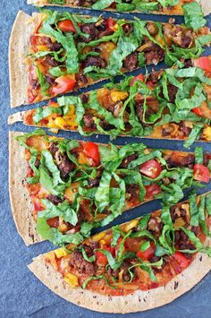 Taco Flatbreads - Emily Bites These Taco Flatbreads are an easy, healthy recipe that's ideal for Taco Tuesday or pizza night! Just 275 calories or 7 Weight Watchers SmartPoints! Ww Recipes, Mexican Food Recipes, Cooking Recipes, Healthy Recipes, Lean Recipes, Mexican Meals, Skinny Recipes, Turkey Recipes, Cooking Ideas