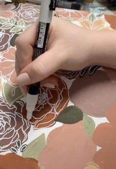 Acrylic Painting Flowers, Acrylic Art, Canvas Painting Tutorials, Diy Painting, Flower Canvas, Flower Art, Paint Chip Art, Paint Chips, Mini Canvas Art
