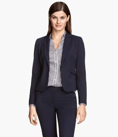Fitted, single-breasted jacket in woven fabric. Welt pockets at front, vent at back, and decorative buttons at cuffs. Lined.
