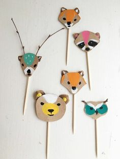 idée-de-bricolage-enfant-les-animaux-de-la-forêt-en-carton-et-batons-en-bois-dessin-peinture-tête-d-animal-sauvage