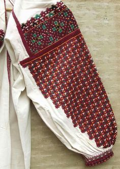 Folk Embroidery, Beaded Embroidery, Folk Costume, Costumes, Kutch Work, Folk Clothing, Embroidered Clothes, Fashion Details, Traditional Outfits