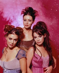 Alyssa Milano, Shannen Doherty, & Holly Marie Combs. I love their clothes here :)
