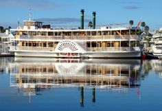 Kookaburra Queen sailing up and down Brisbane River. It is a Resturant and party venue on the move and taking in the views of our beautiful city. Brisbane River, Brisbane City, River Queen, Visit Australia, Floating In Water, Sunshine State, Rental Property, Paddle, Sailing
