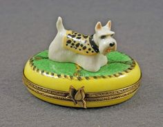 NEW FRENCH LIMOGES BOX DRESSED UP SCOTTISH TERRIER SCOTTY DOG PUPPY ON GREEN RUG