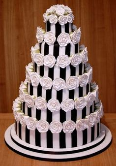LOVE this cake! A variation on the cakes above with white roses in place of anemones