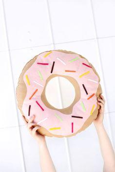 DIY Cojín con forma de donut para los amantes como Hommer.
