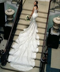 What a lovely gown with a long train. Source: lunamiangel