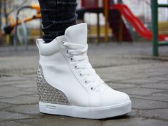 Sneakers Town Alb http://www.standard-shoes.ro/incaltaminte-dama/sneakers #sneakers #fashion #streetfashion #sport #shoes #white #woman #girls
