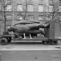 Montaż pomnika W.I.Lenina w Nowej Hucie Janusz Podlecki 16.04.1973 Vladimir Lenin, Polish People, Soviet Art, Ppr, Krakow, City Photo, Maine, Berlin, Cinema