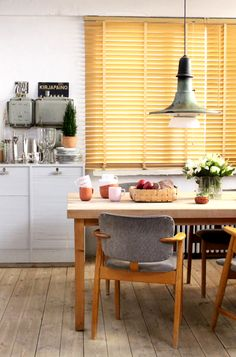 Iittala Christmas Home. Iittala + Kotipalapeli collaboration. Sarjaton mugs and bowls, Aalto vase.