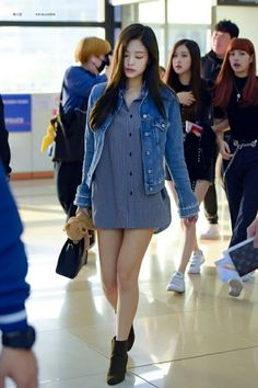 Your source of news on YG's current biggest girl group, BLACKPINK! Please do not edit or remove the. Blackpink Fashion, Only Fashion, Korean Fashion, Fashion Outfits, Blackpink Jennie, Kpop Outfits, Casual Outfits, Moda Kpop, Jean Rochefort
